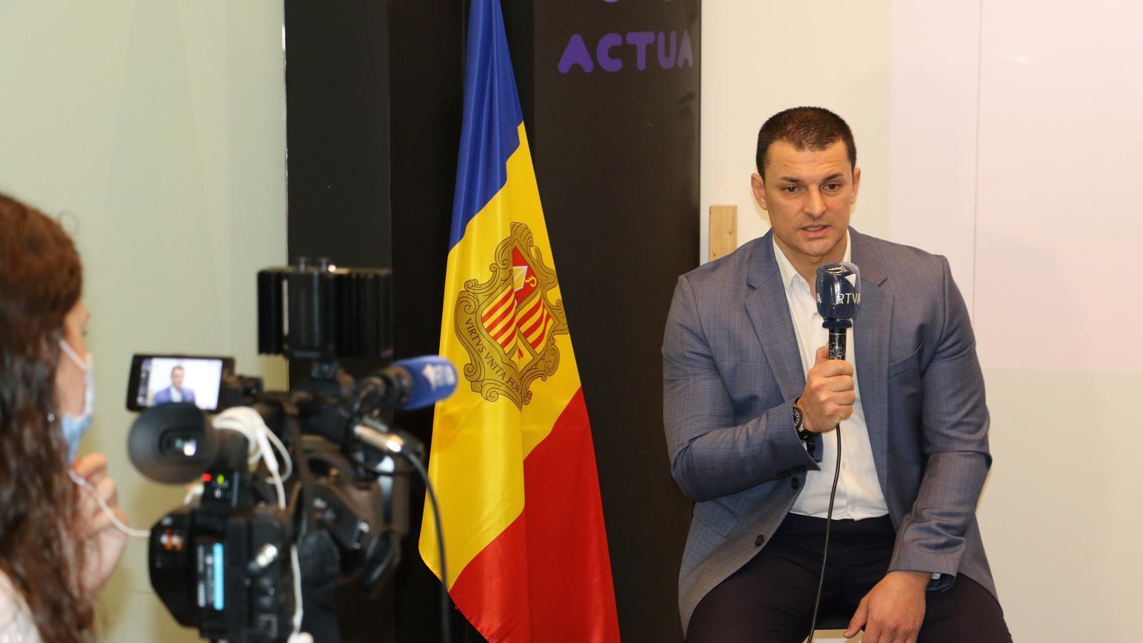 El ministre d'Economia i president d'Actua, Jordi Gallardo, durant la presentació dels tres programes. / E.C. (ANA)