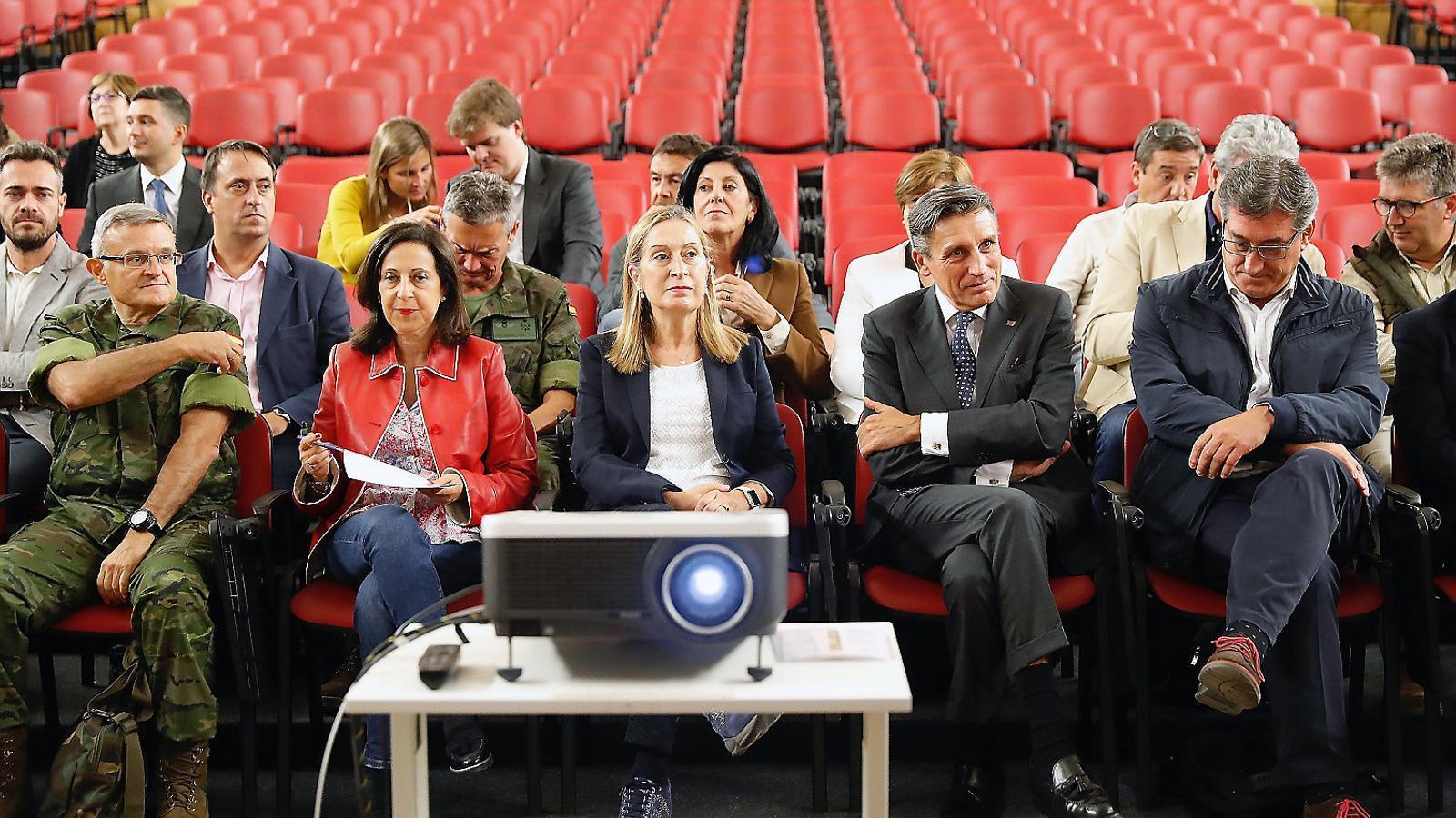 Pastor rebaixa la duresa amb Torra sense consultar Casado i Sánchez