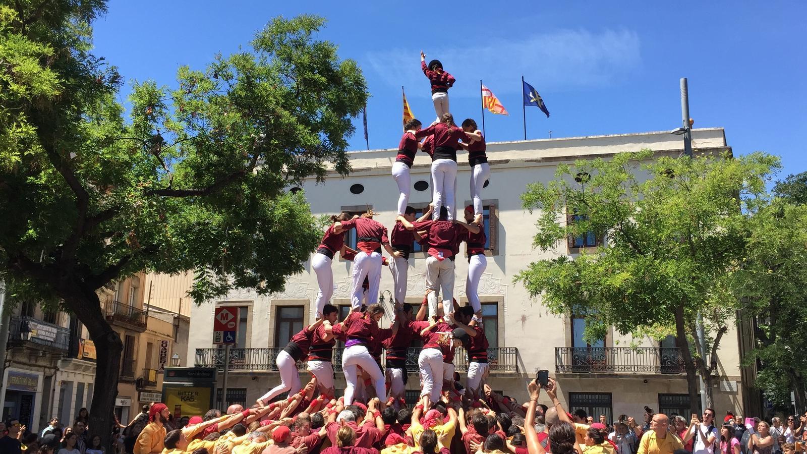 La Colla Castellera Jove de Barcelona completa per primer cop en la seva història el 7d7a
