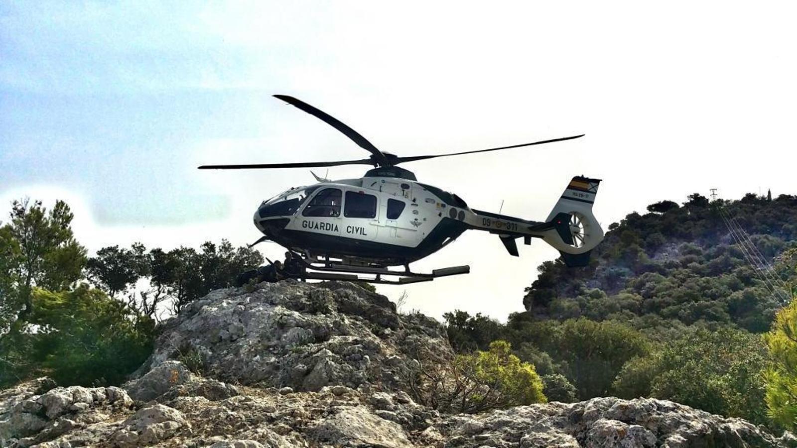 L'helicòpter de la Guàrdia Civil ha evactuat la dona a l'hospital Son Espases.