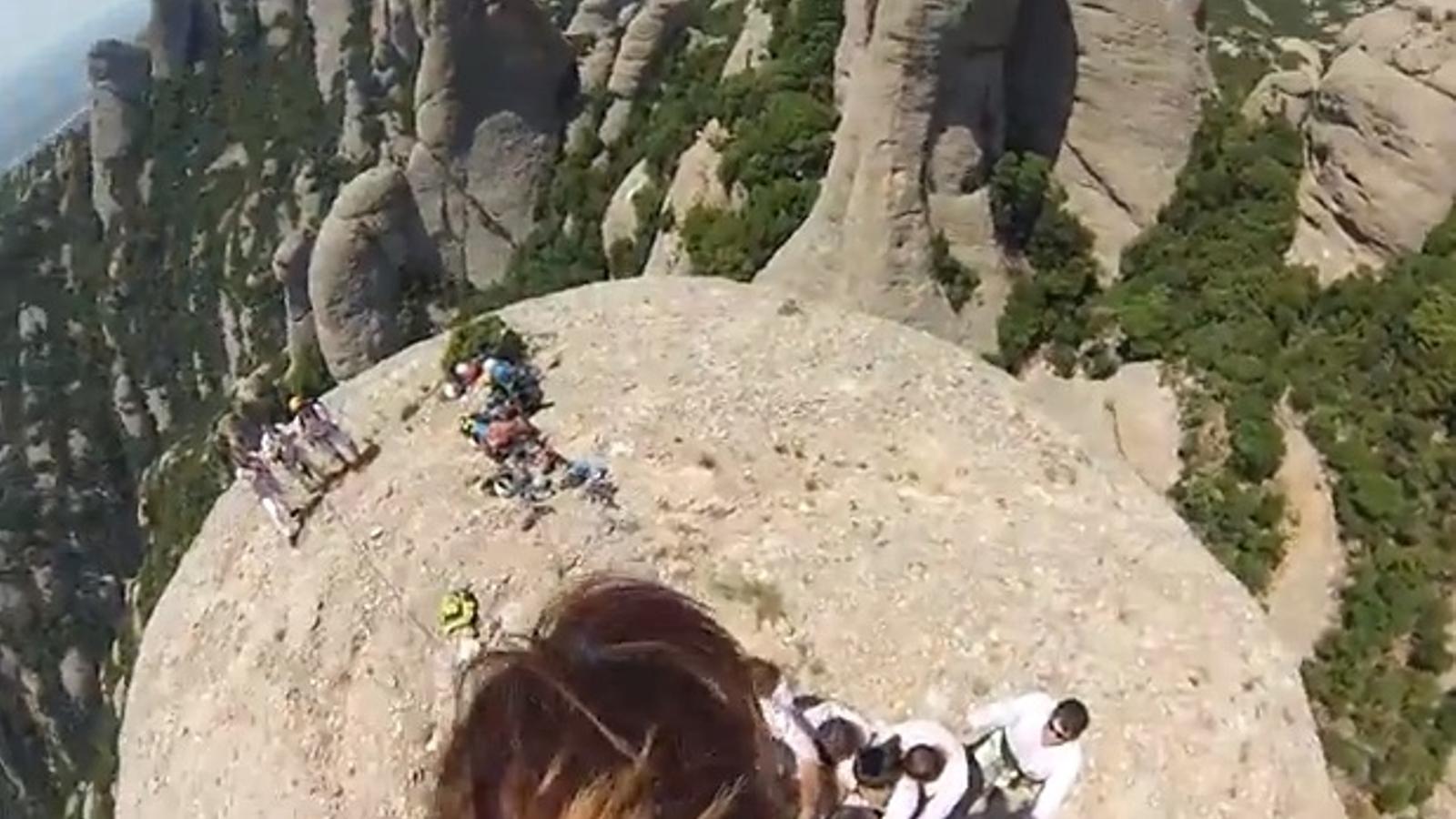 El pilar de 4 dels Minyons a 1.100 metres d'altitud, a vista d'enxaneta