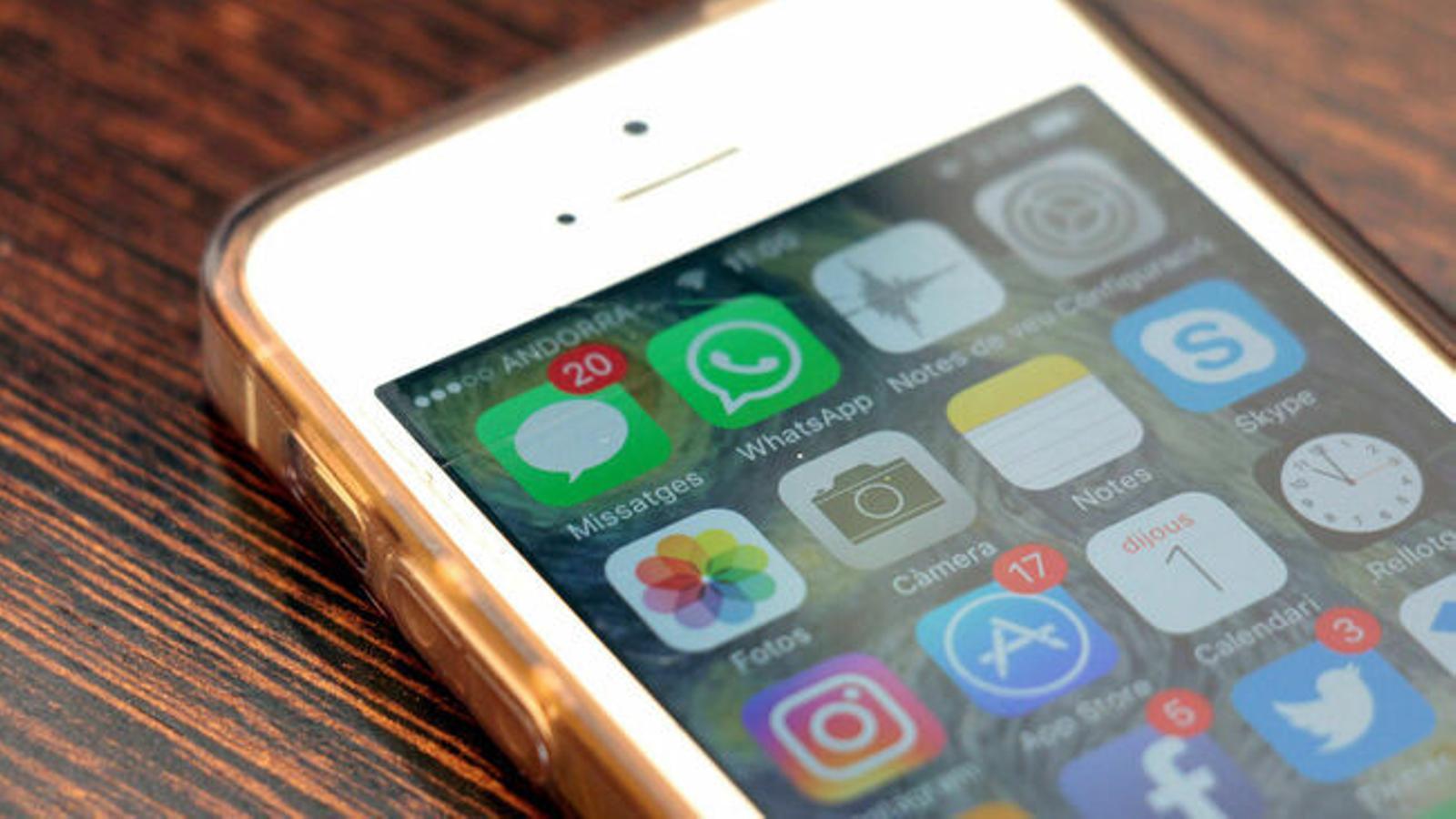 Un telèfon mòbil podria tenir aplicacions amb softwafe maliciós. / ARXIU ANA