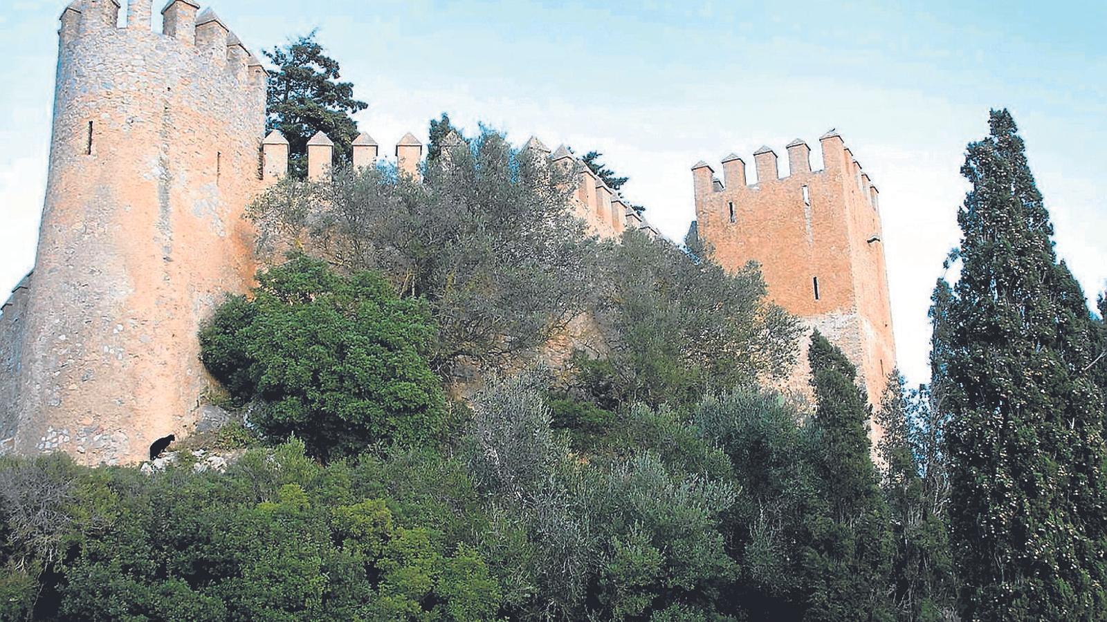 Tot el recinte i les murades de Sant Salvador d'Artà van ser immatriculats el 9 de març del 2015 pel Bisbat de Mallorca. / M. BARCELÓ