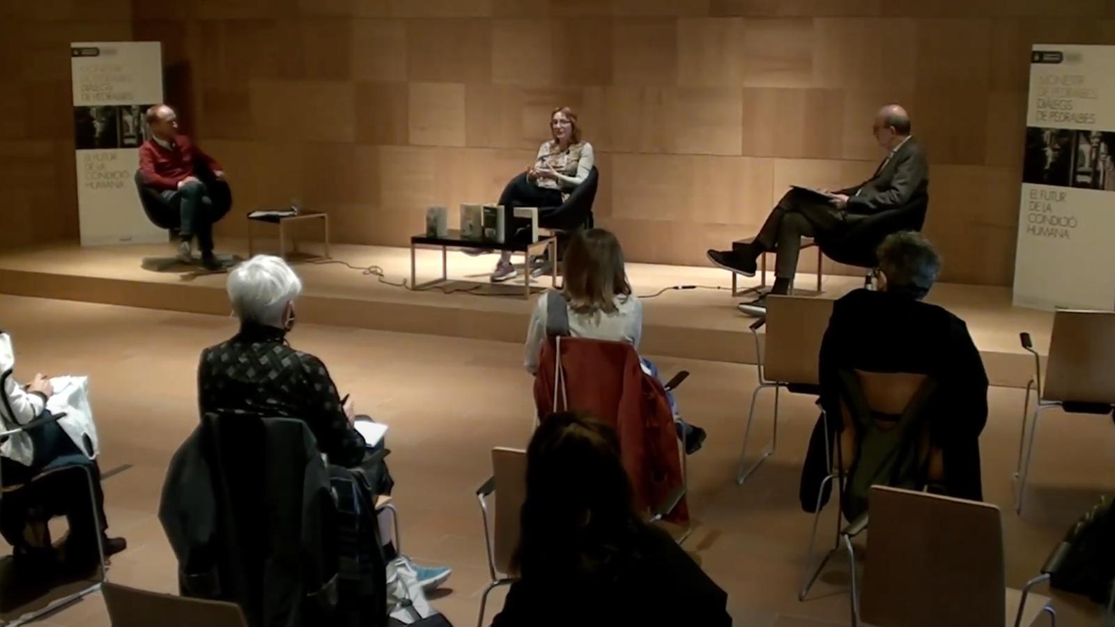 Un moment del diàleg de Pedralbes, amb Marta Tafalla