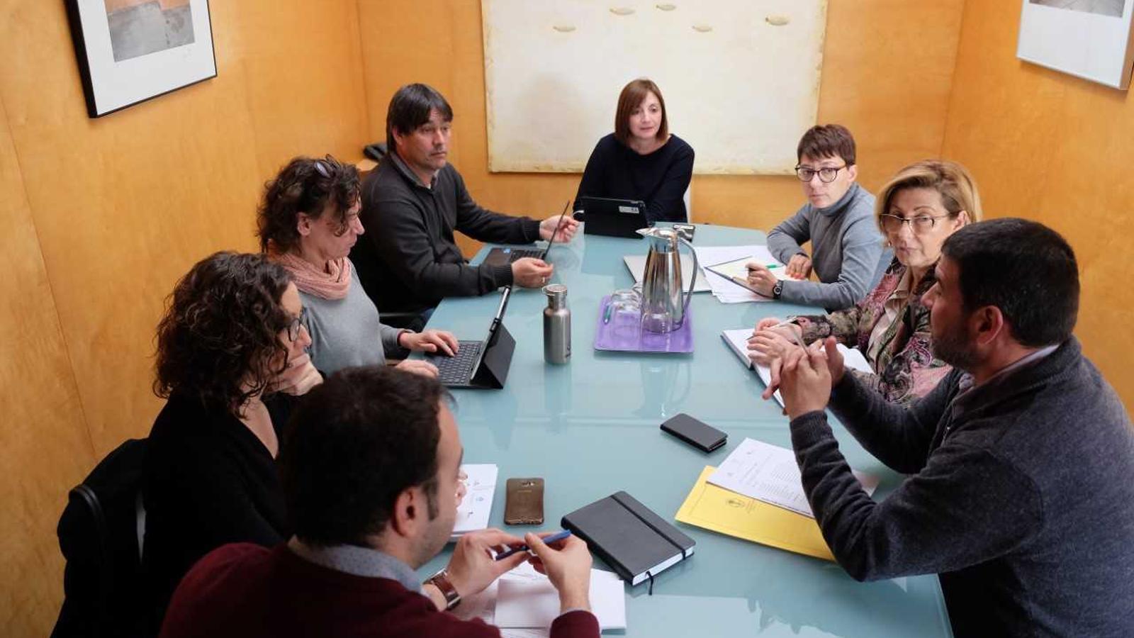Representants del Consell i dels consistoris menorquins han compartit opinions per millorar la imatge de Menorca com a destí turístic.