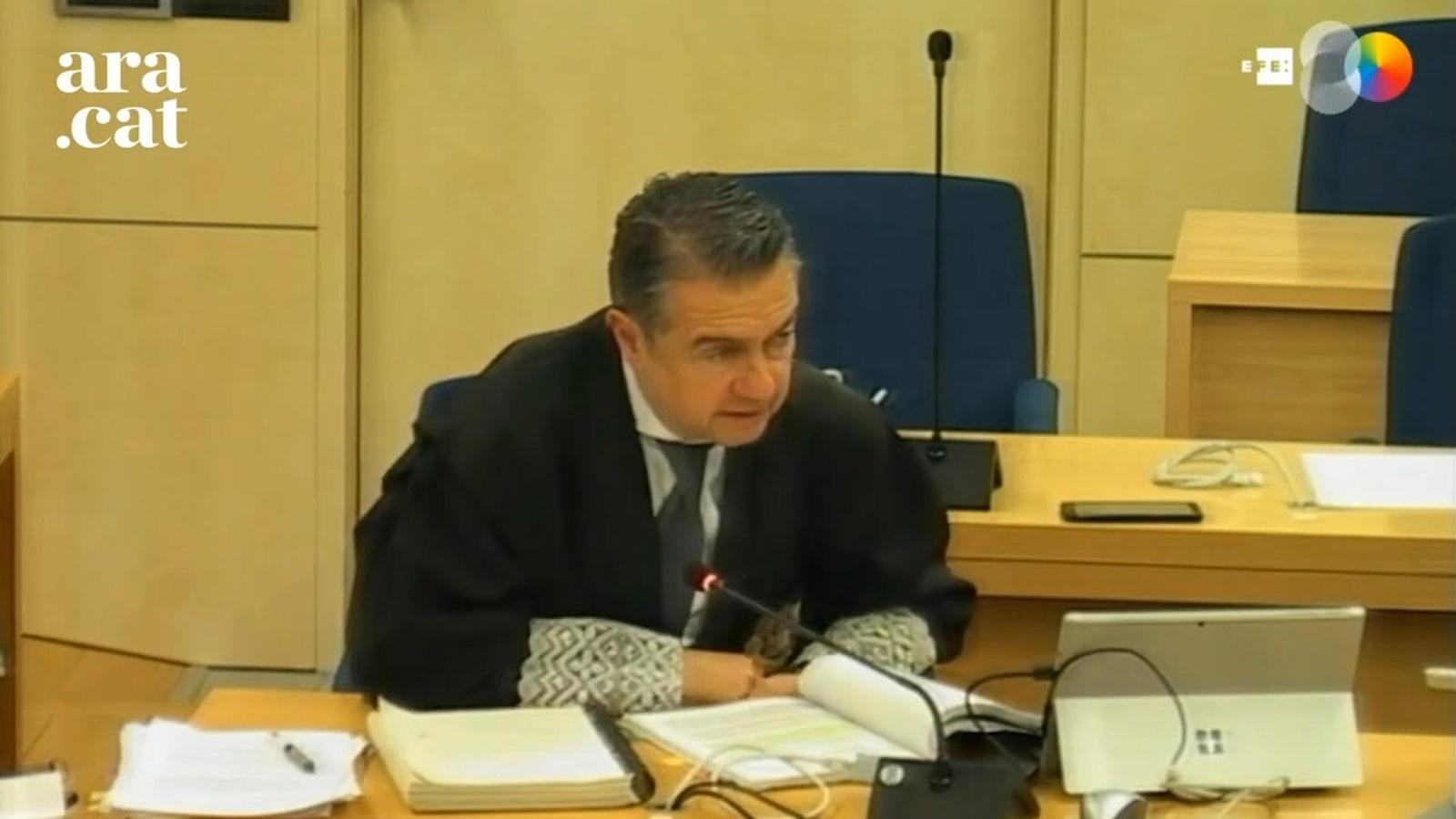 La confusió lingüística del fiscal quan intenta traduir 'ja' durant l'interrogatori de Trapero