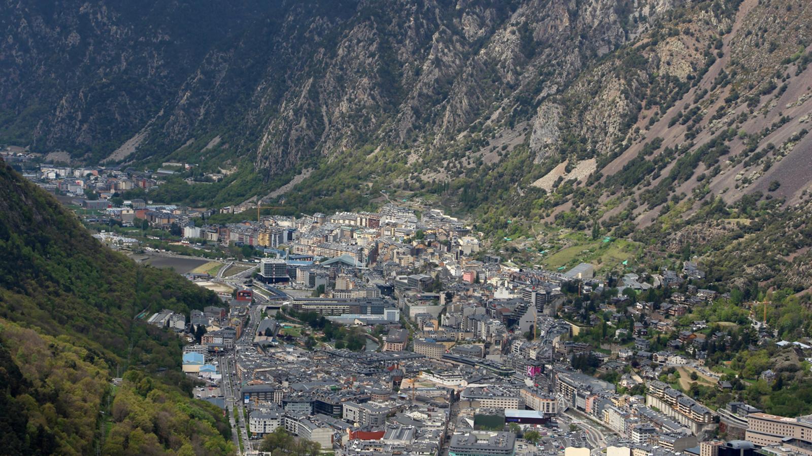 Vista aèria de les parròquies d'Andorra la Vella i Escaldes-Engordany. / ARXIU ANA