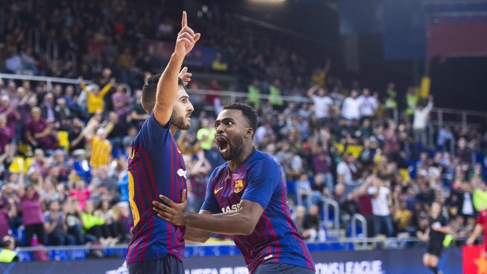 Els jugadors del Barça Lassa celebren un dels gols a l'Ekonomac