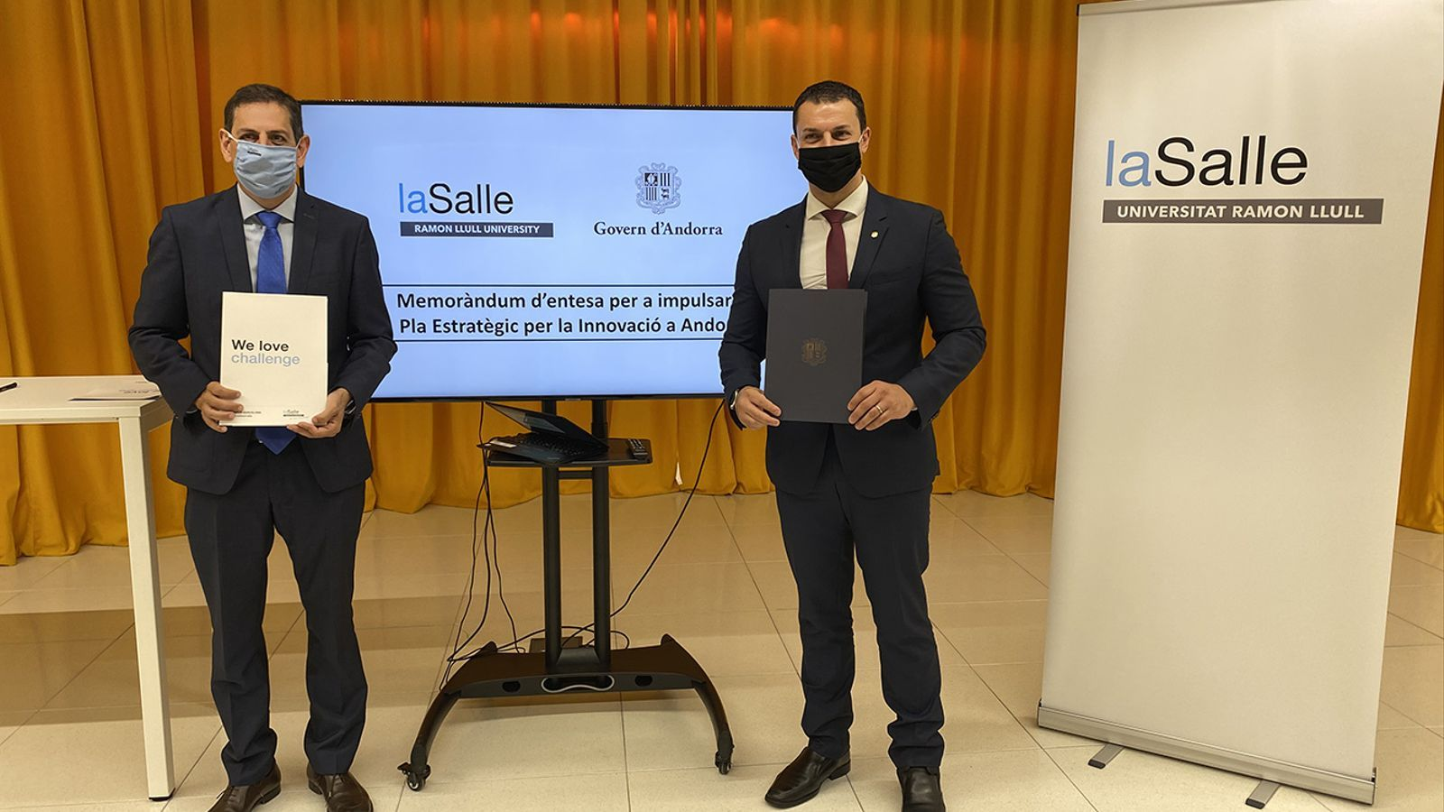 El ministre de Presidència, Economia i Empresa, i president d'Actua, Jordi Gallardo, i el director general de la Salle Campus, Josep M. Santos. / ACTUA
