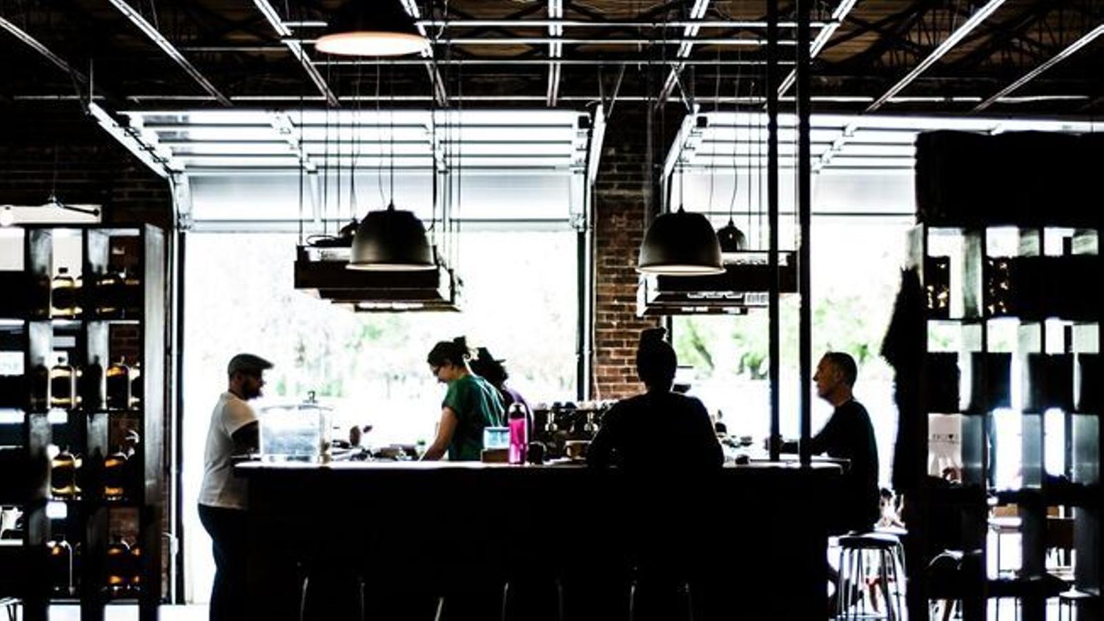 La barra d'un restaurant, en una imatge d'arxiu. / ARXIU ANA