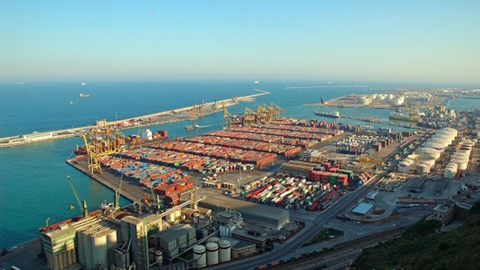 El port de Barcelona tanca el juliol amb un nou rècord de tràfic de mercaderies