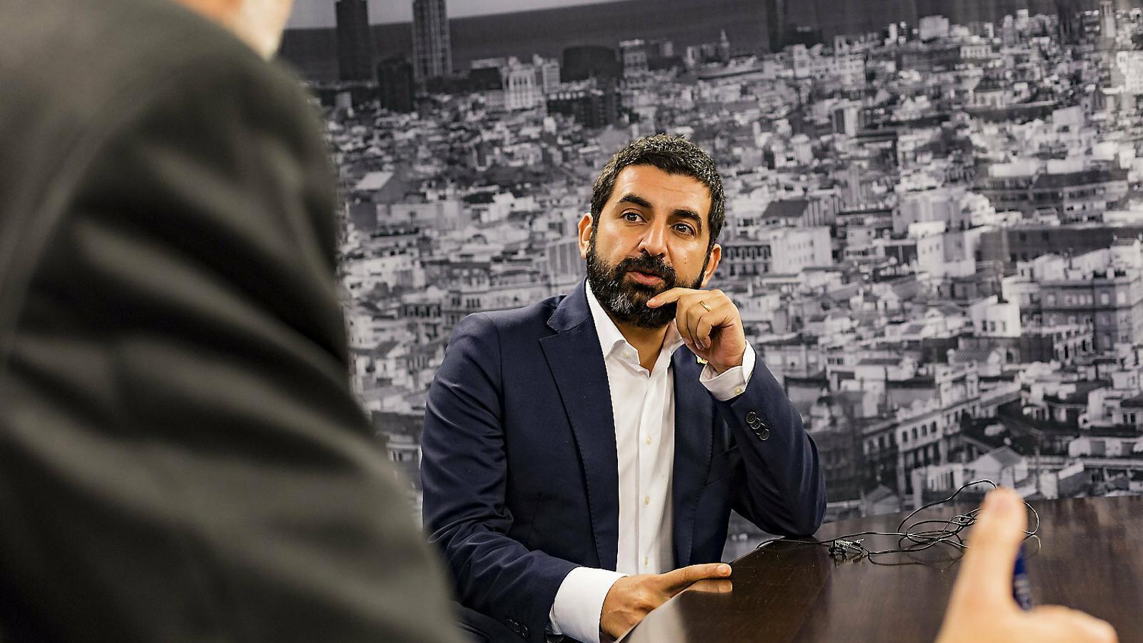 """Chakir El Homrani: """"O prenem decisions valentes o farem les errades del 2008"""""""