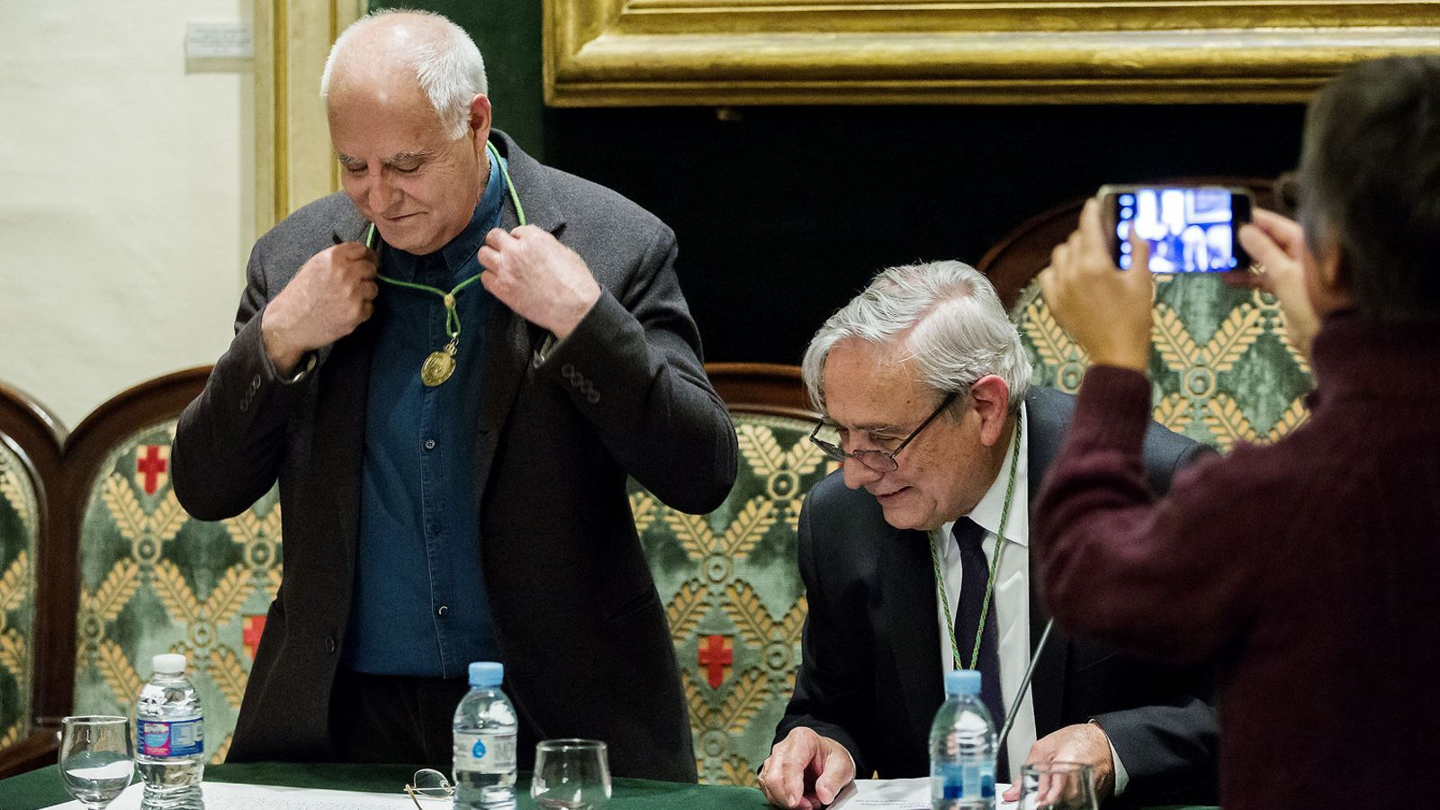 Antoni Llena va reinvidicar amb el seu discurs d'ingrés a la Reial Acadèmia de Belles Arts de Sant Jordi un art impactant i que no vol transmetre missatges.