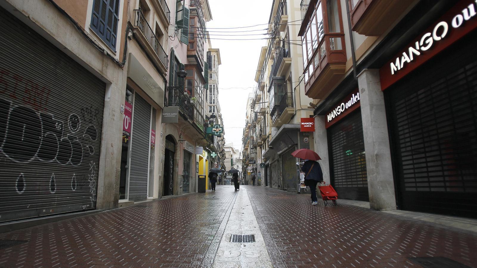 Les botigues i negocis del centre de Palma, tancats el primer dia laborable després de la declaració de l'estat d'alarma