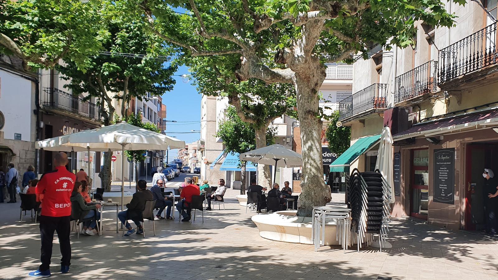 Terrasses a la plaça Major de Mollerussa, un municipi de gairebé 15.000 habitants