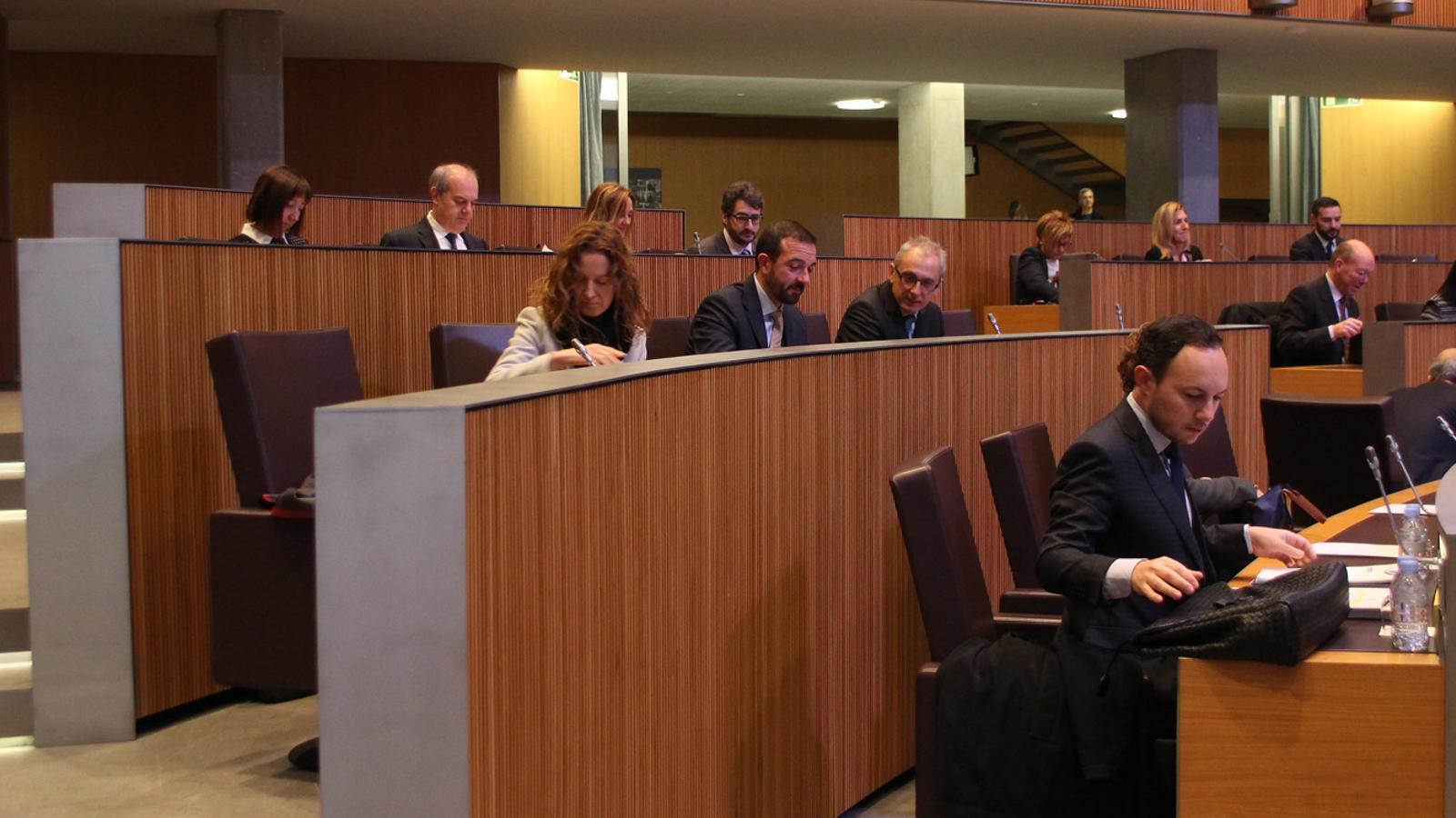 El ministre d'Afers Socials, Justícia i Interior, Xavier Espot, en primer terme. / M. F. (ANA)