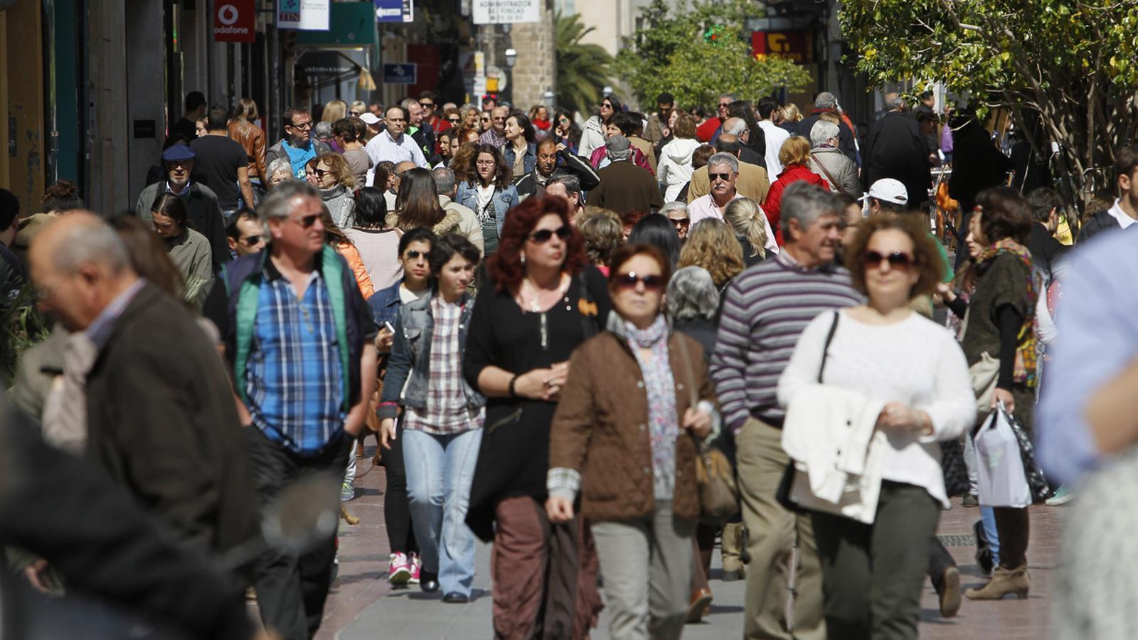 Els estrangers europeus que viuen a Palma superen els extracomunitaris. / I. BUJ