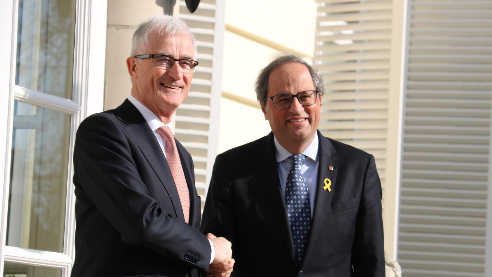 El president de Flandes, Geert Bourgeois, i el president Quim Torra aquest dilluns davant de la seu del govern flamenc, a Brussel·les