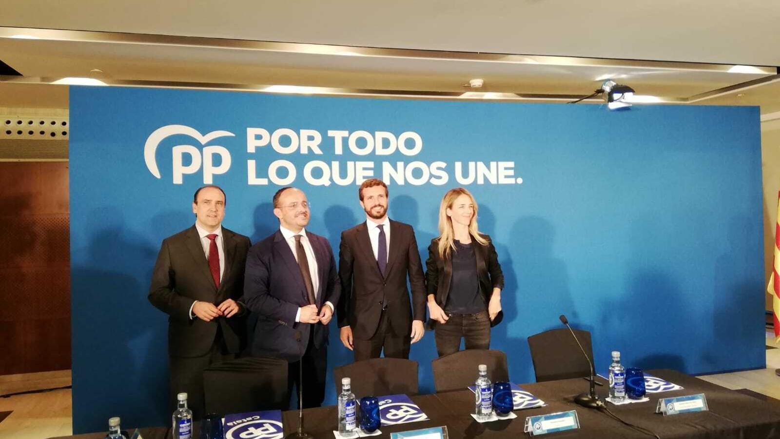 La cúpula del PP català amb el líder del partit, Pablo Casado, aquesta tarda