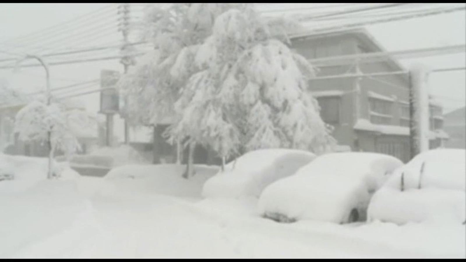 Gruixos de neu de més de 40 centímetres cobreixen el Japó
