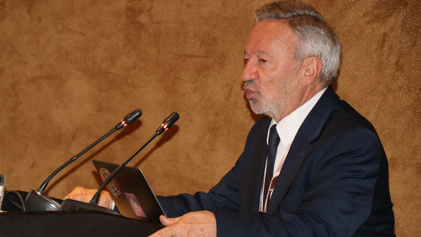 """Germán Velásquez: """"The main interest of the pharmaceutical industry is its shareholders, public health comes after"""""""