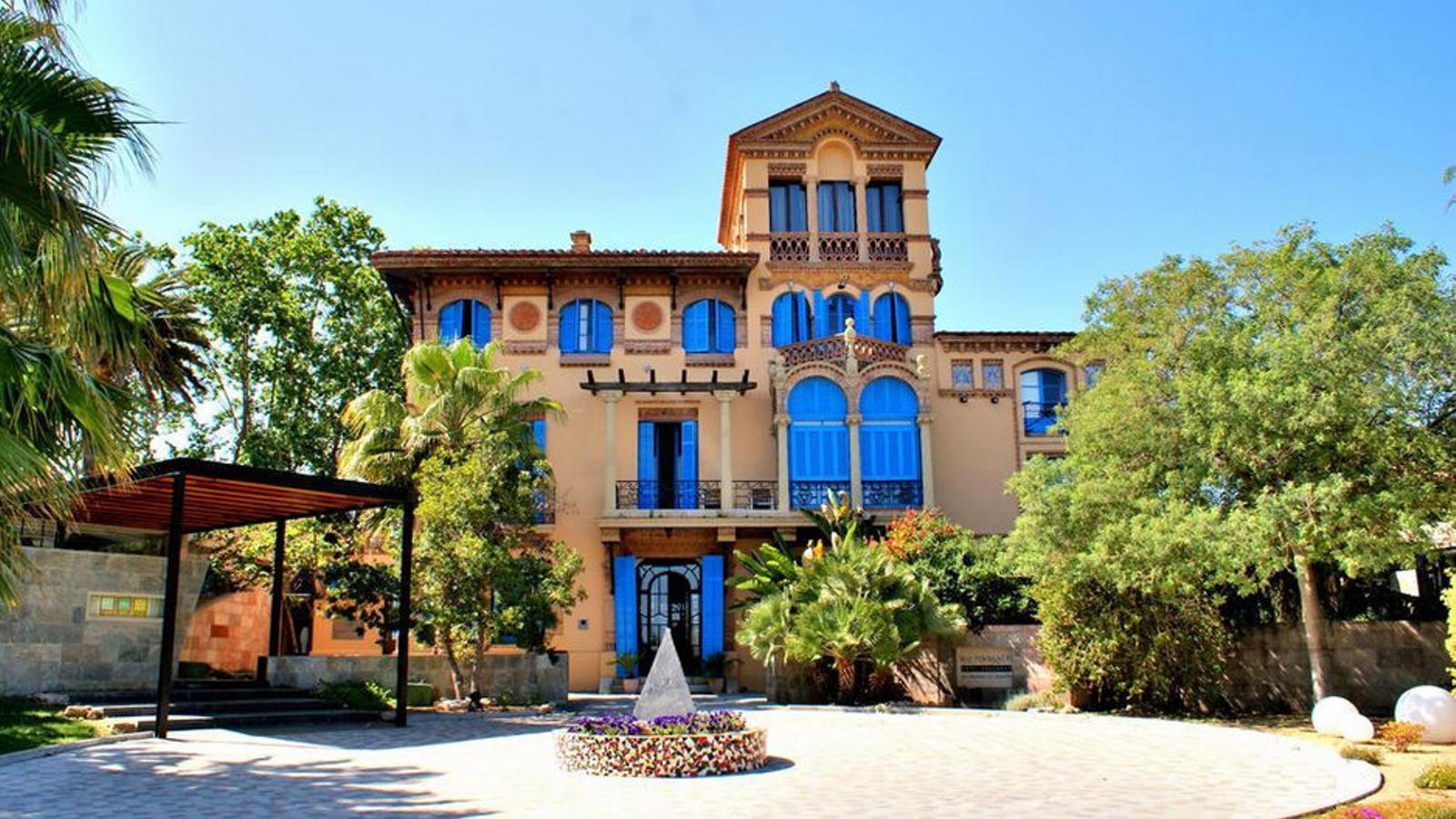 Un país per confinar-s'hi Hotel Mas Passamaner Una joia modernista amb tot l'aire lliure que es pugui desitjar
