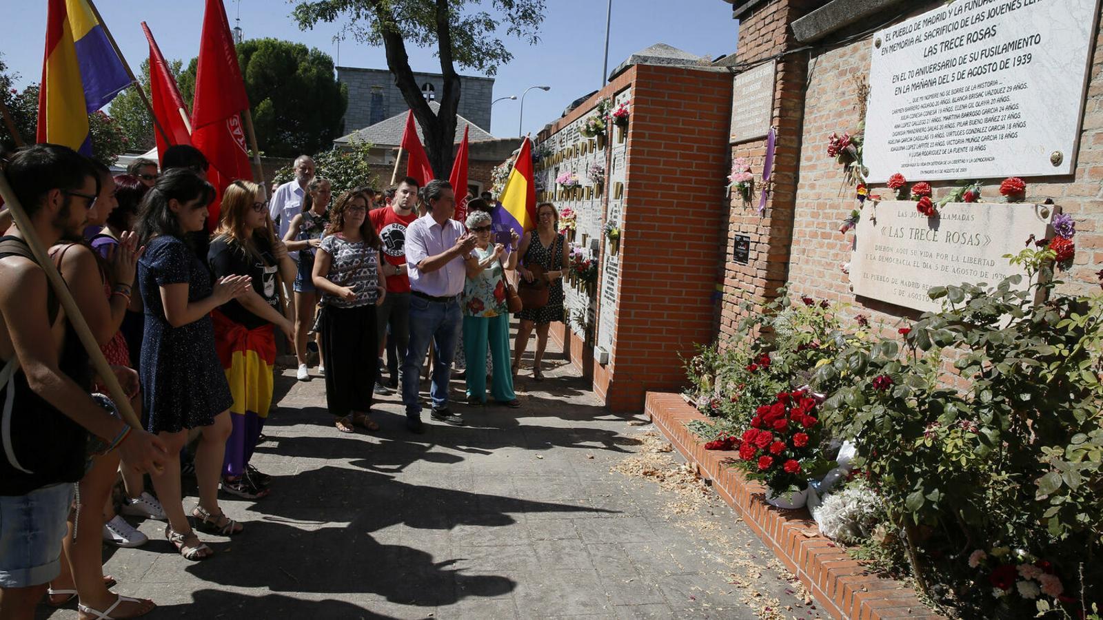 Homenatge a les 13 Roses al cementiri d'Almudena