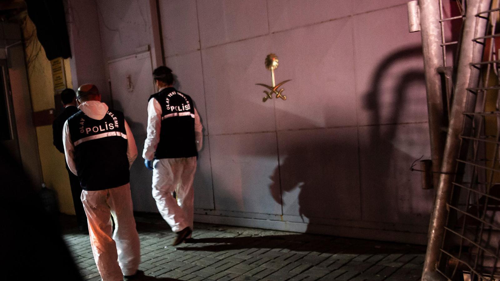 Policies científics turcs inspeccionant per segon cop el consolat saudita a Istanbul.