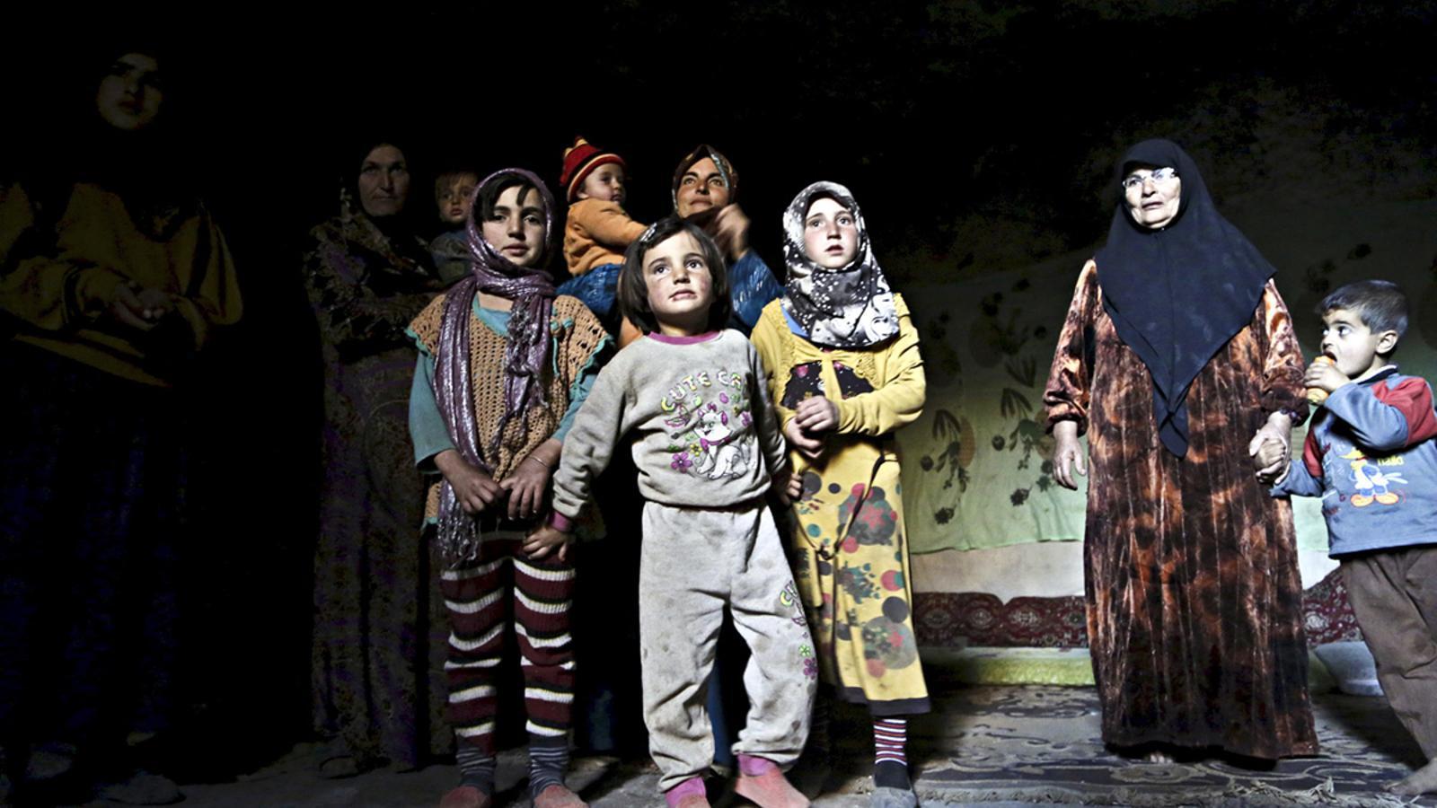 REFUGIADOS-UE II - Página 2 Desplacats-interns-improvisat-Om-Siria_1759634187_39425957_766x565