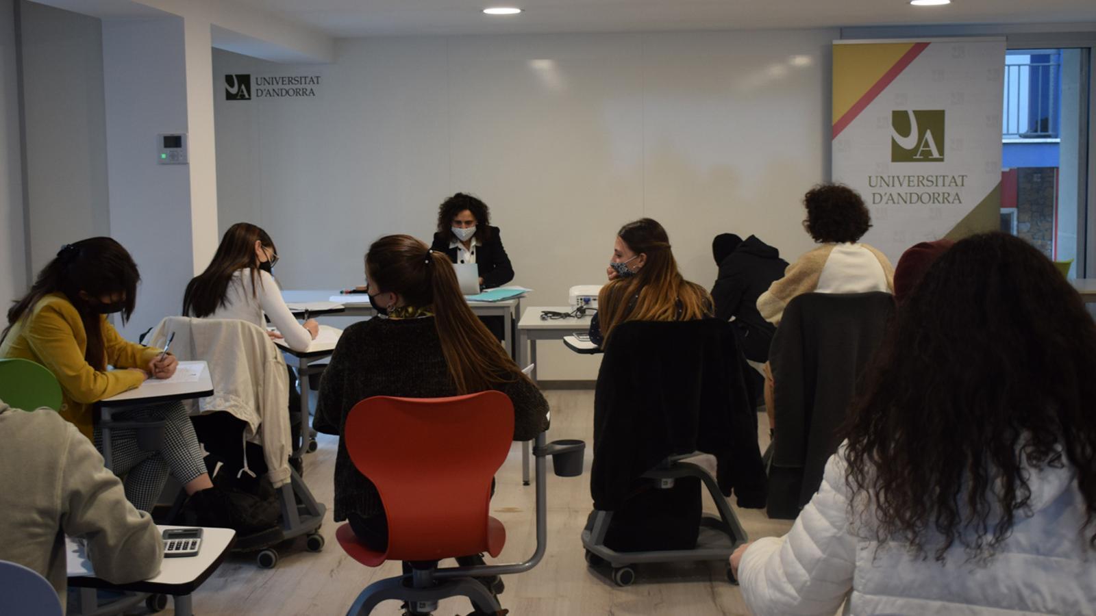 Primeres classes al nou edifici el 'Cub' de la Universitat d'Andorra. / A. S. (ANA)