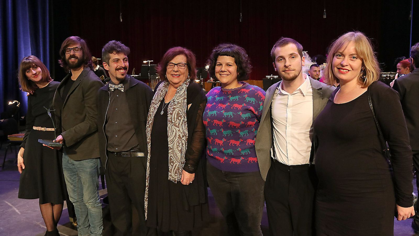 Clara Ingold, Joan Fullana, Joan Tomàs, Aina Frau, Esther López, José Artero i Bàrbara Ferrer, premiats per la peça de tetera #Comviure.