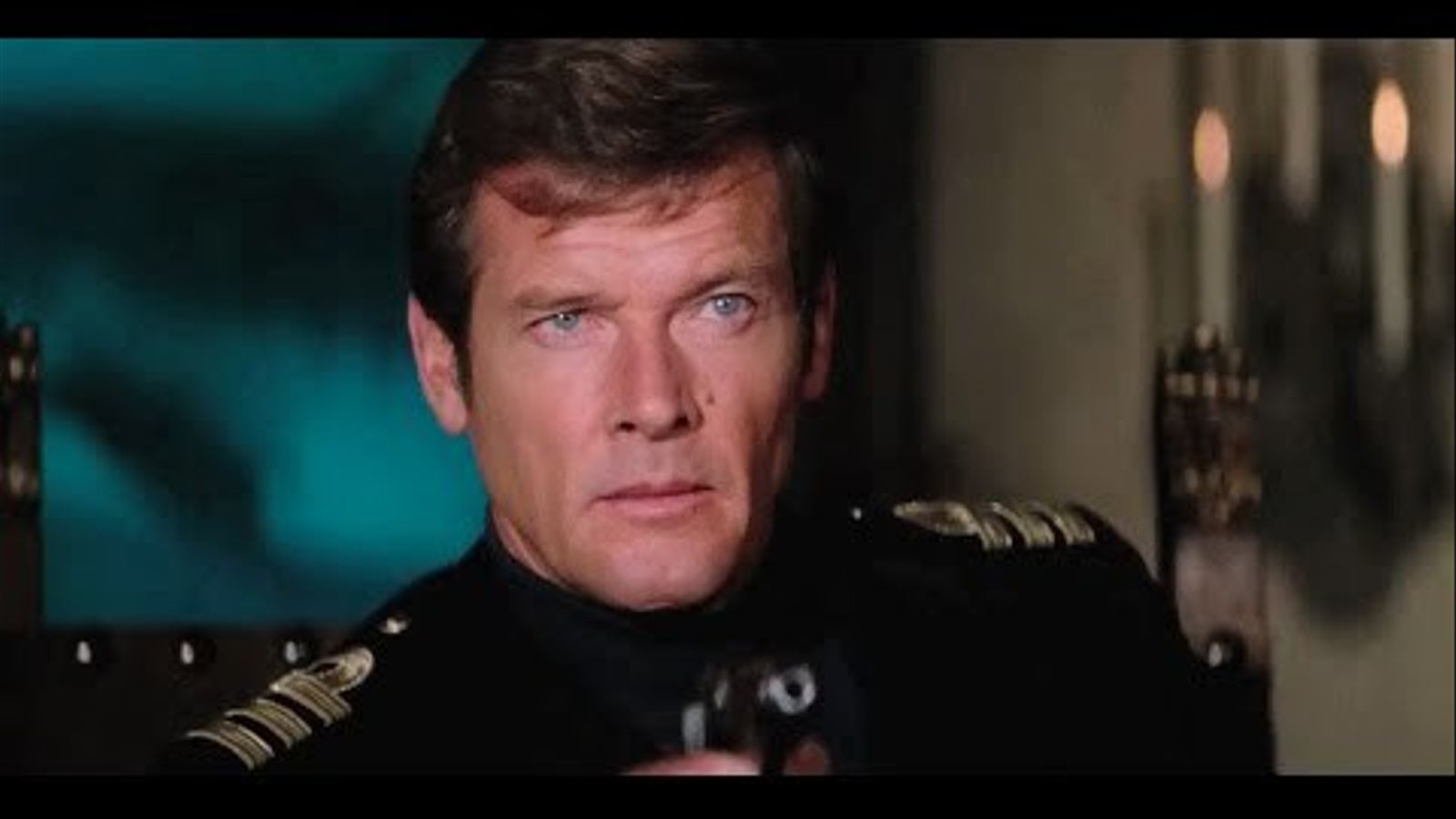 Roger Moore en diverses aparicions en el paper de James Bond