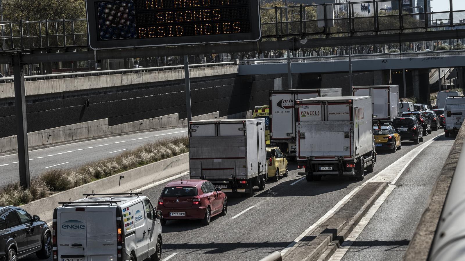 El trànsit torna a baixar en l'operació sortida de Setmana Santa