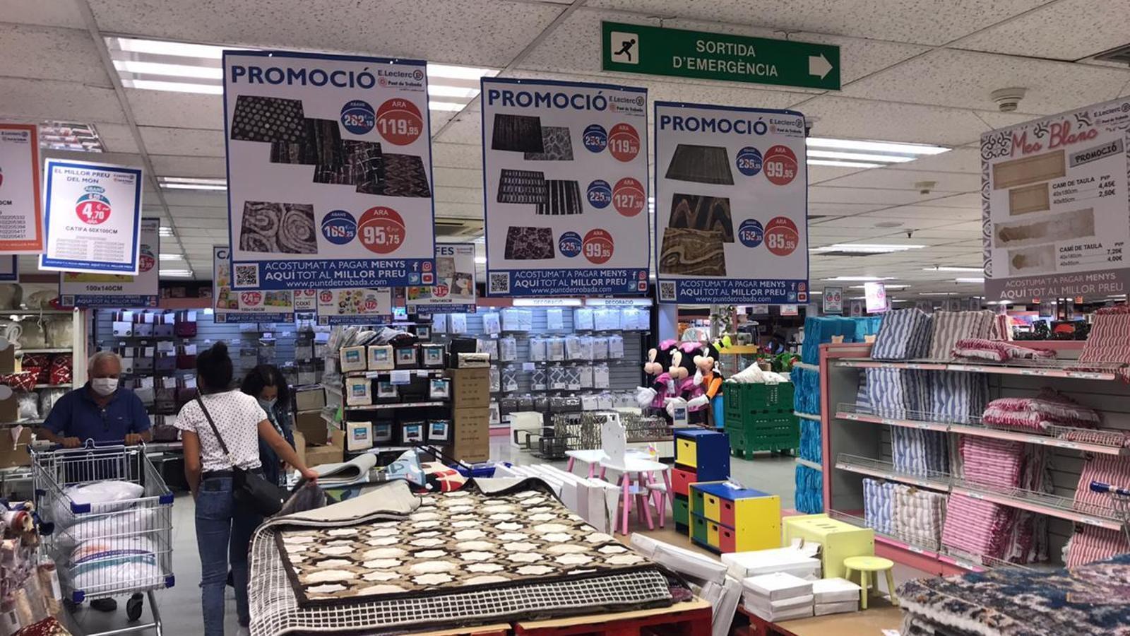 Promocions i descomptes a la secció de roba per la llar / ARA Andorra