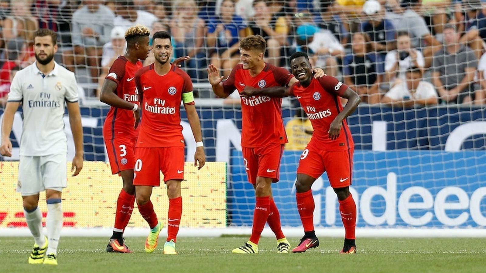 Els jugadors del PSG celebren un dels gols anotats contra el Madrid