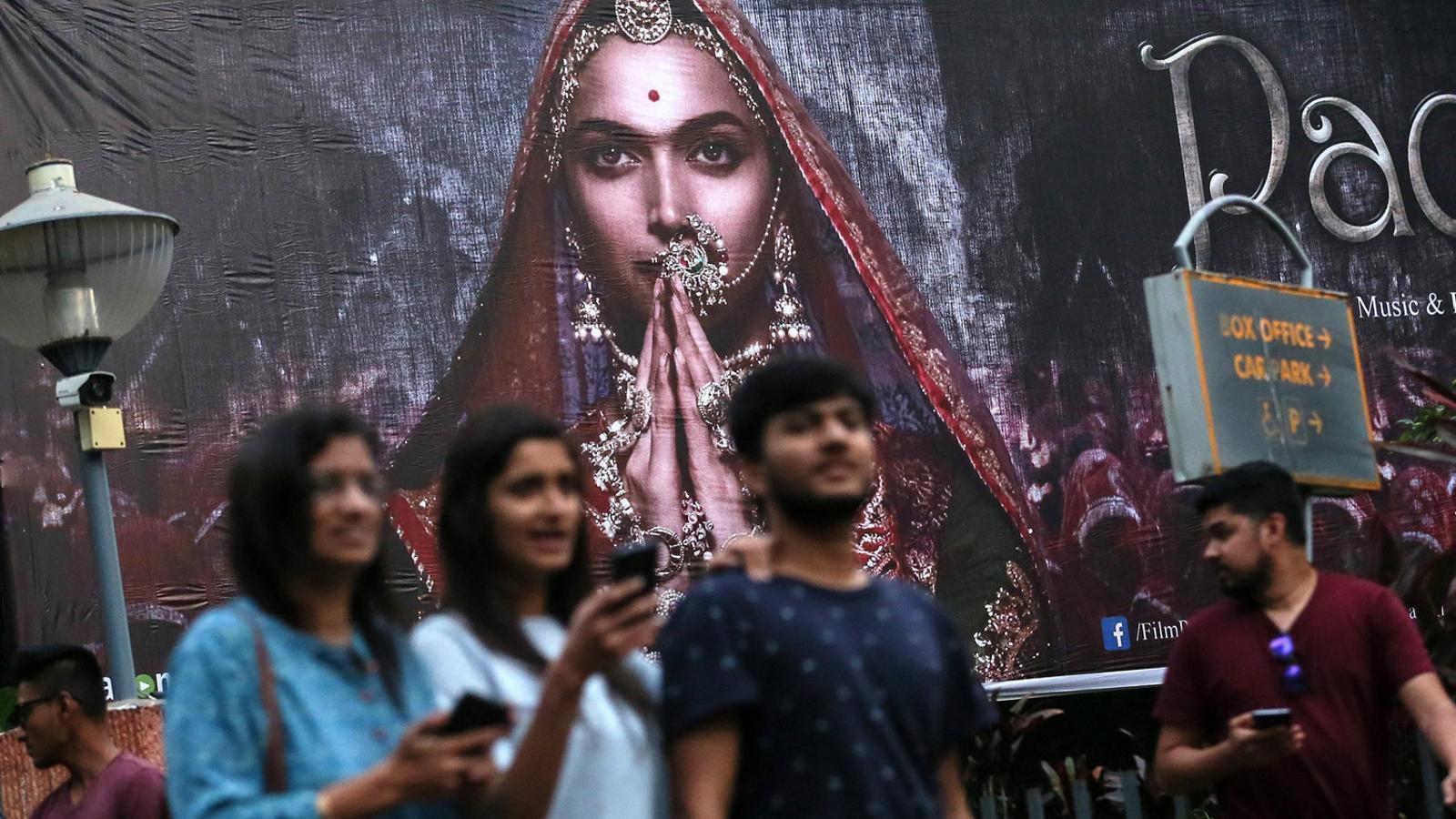 Demanen el cap d'una actriu de Bollywood