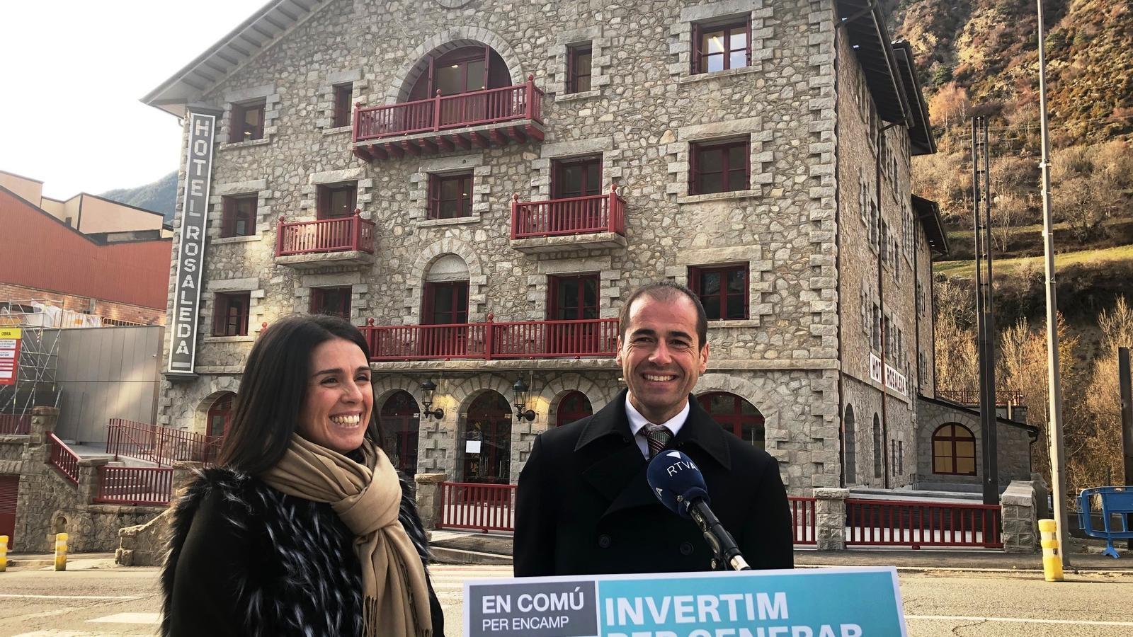La cap de llista, Laura Mas, i el número 5, Josep Maria Marot. / DEMÒCRATES