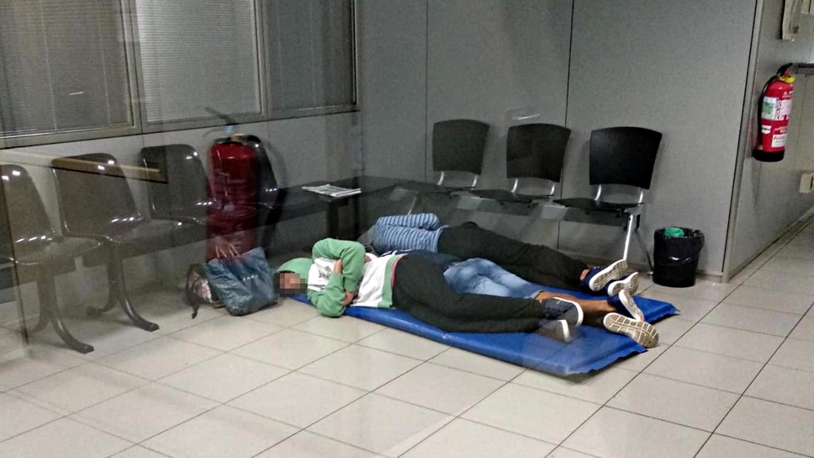 Tres dels joves immigrants que han dormit aquesta nit en una comissaria dels Mossos