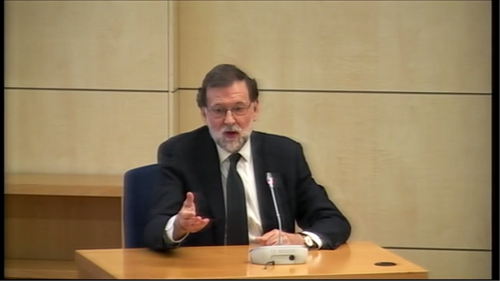 """Rajoy defensa que no va fer """"absolutament res"""" per ajudar Bárcenas tot i enviar-li missatges de suport"""