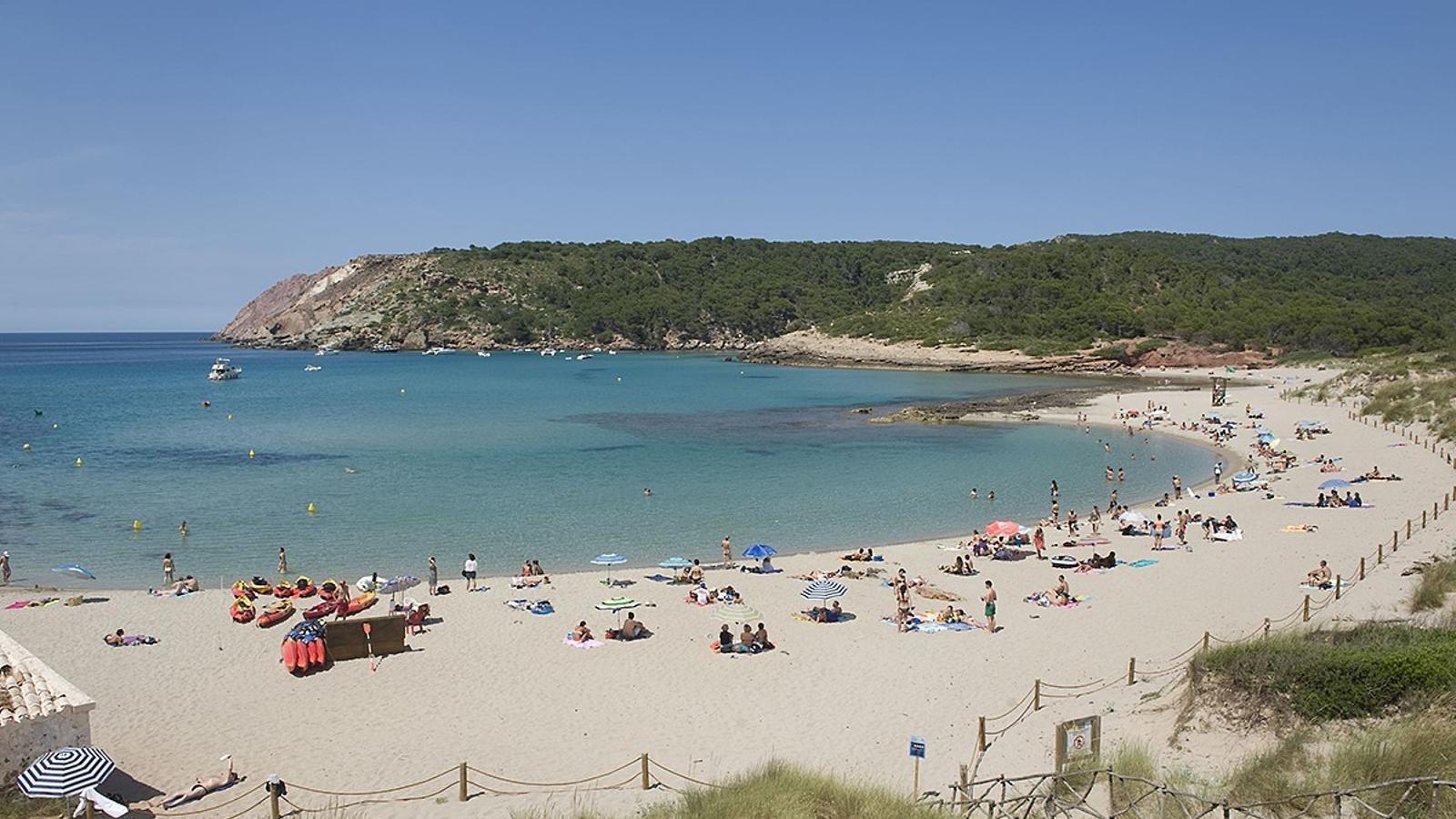 La Vall és la platja escollida per la jove estudiant per iniciar la campanya de conscienciació sobre la neteja de l'arenal.