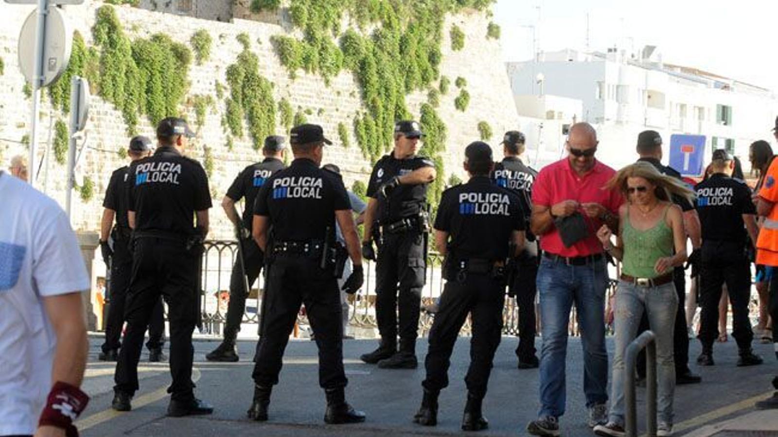 La Policia Local de Ciutadella ha mostrat la seva indignació amb les institucions i denuncien oblit.