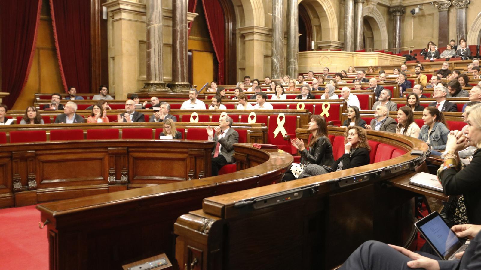 """El Parlament crea una comissió d'investigació sobre les """"irregularitats"""" de la monarquia"""