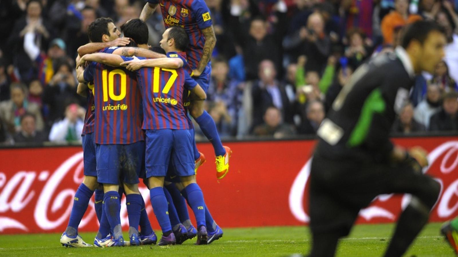 Els jugadors del Barça celebren un dels dos gols de Leo Messi