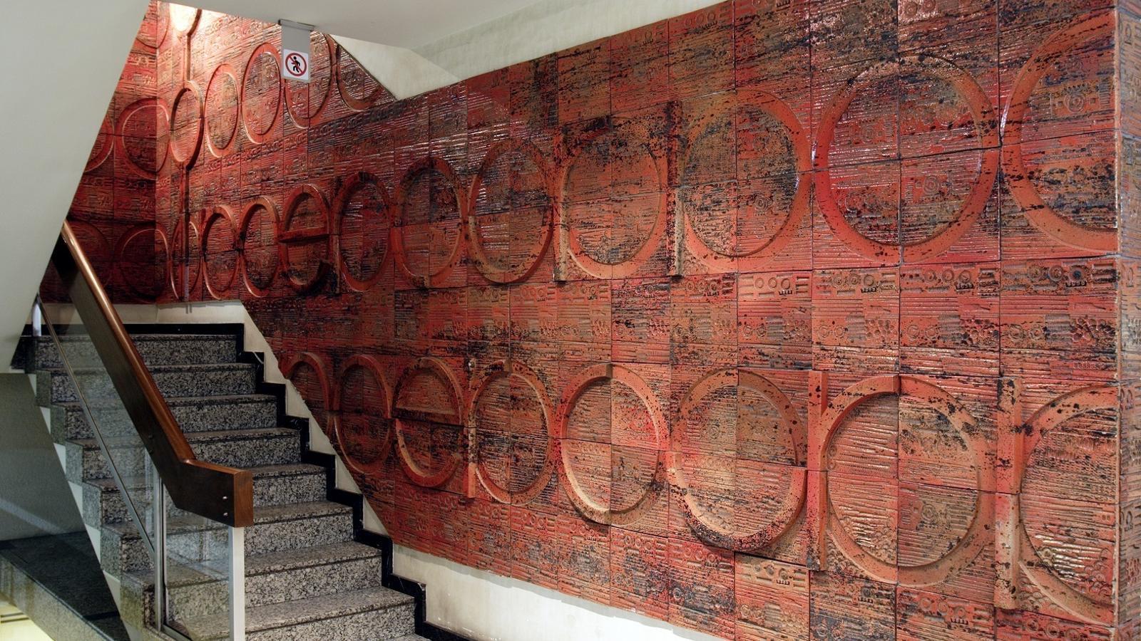 Detall del mural ceràmic a l'edifici Mercurio