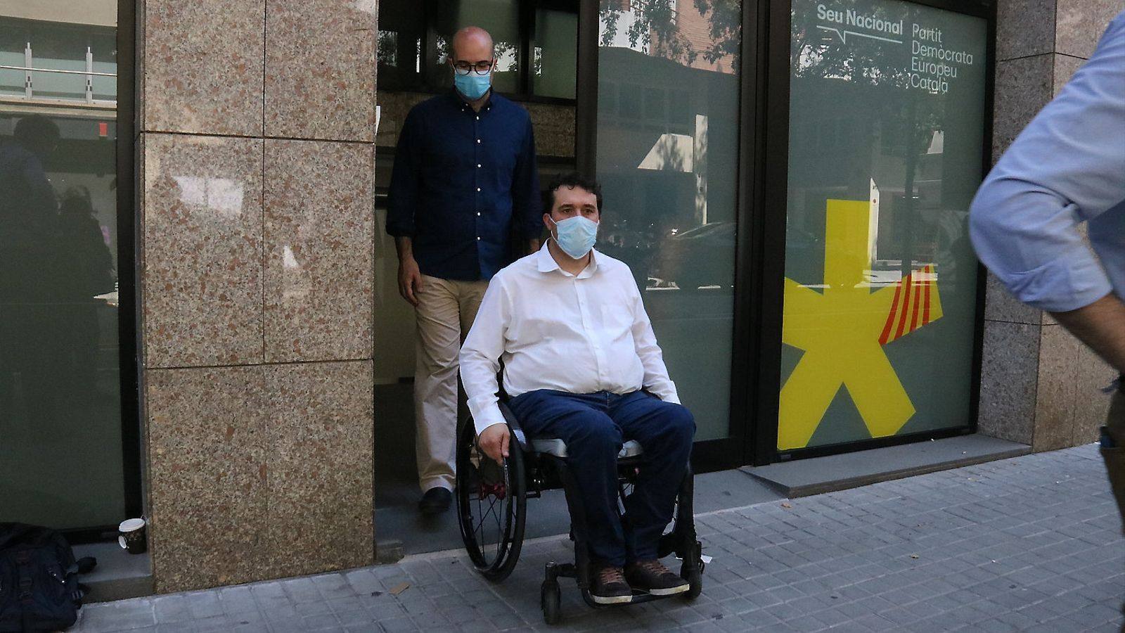 El president del PDECat, David Bonvehí, sortint de la seu de la formació a Barcelona.