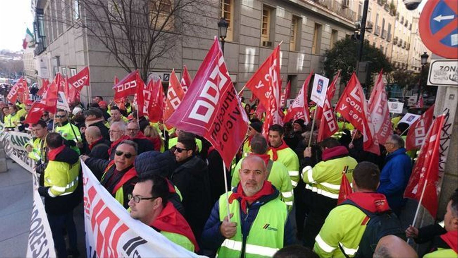 Treballadors de Cemex protestant a Madrid contra el tancament de la planta de Lloseta.