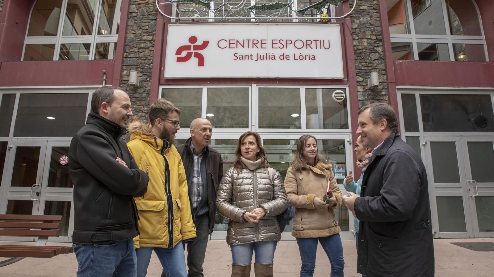 Els candidats de Terceravia + UL + Independents al centre esportiu de Sant Julià de Lòria. / TERCERAVIA
