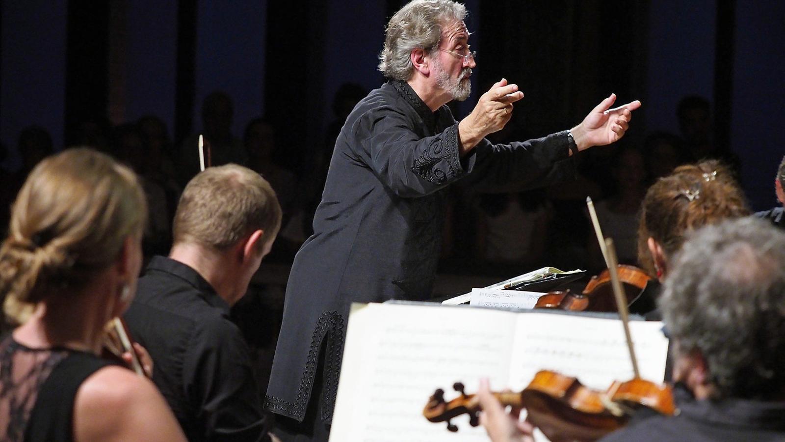 Savall dirigint Le Concert des Nations al Palau de la Música. / A. BOFILL
