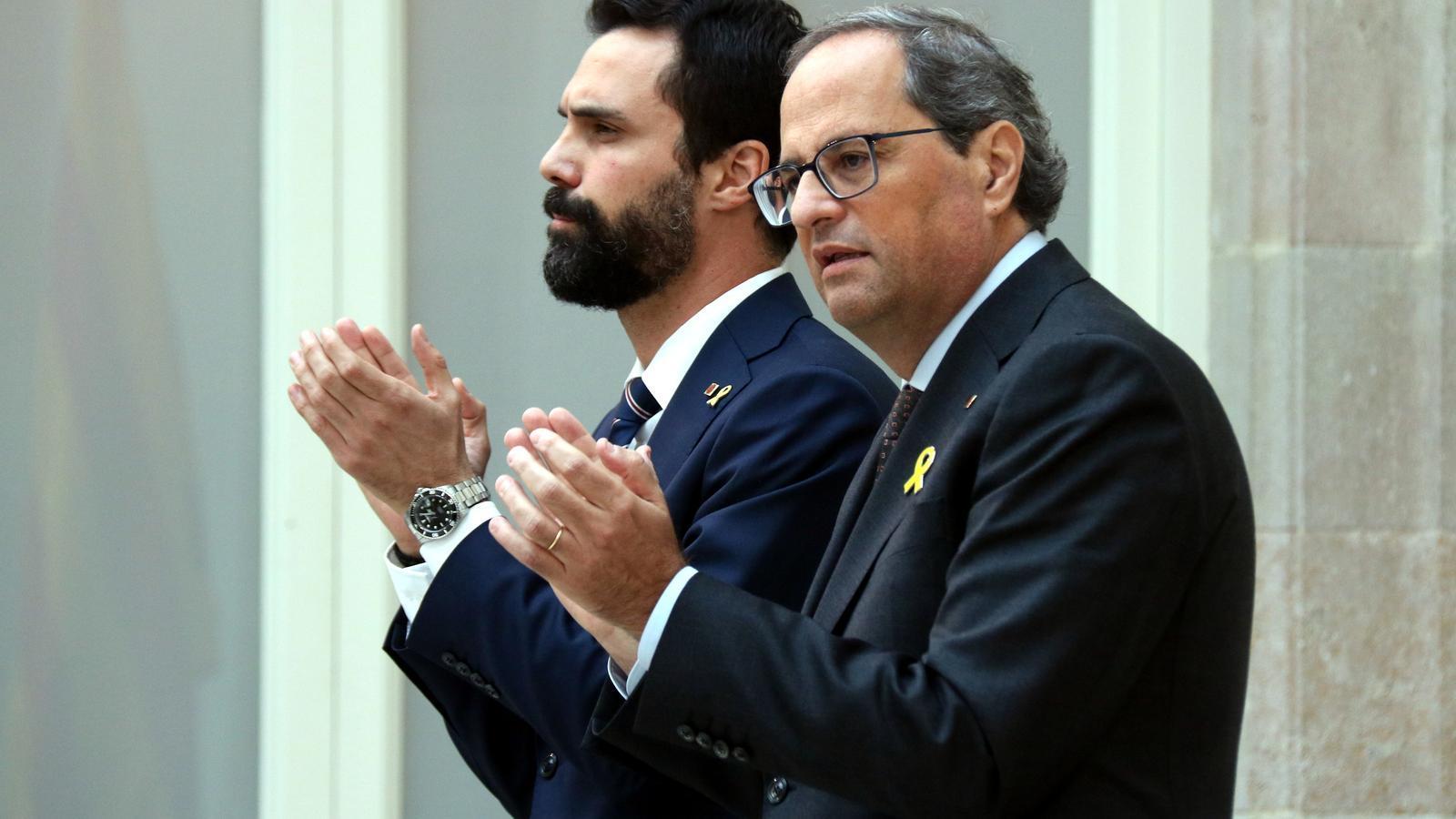 El president de la Generalitat, Quim Torra, i el president del Parlament, Roger Torrent, en la seva compareixença al Parlament