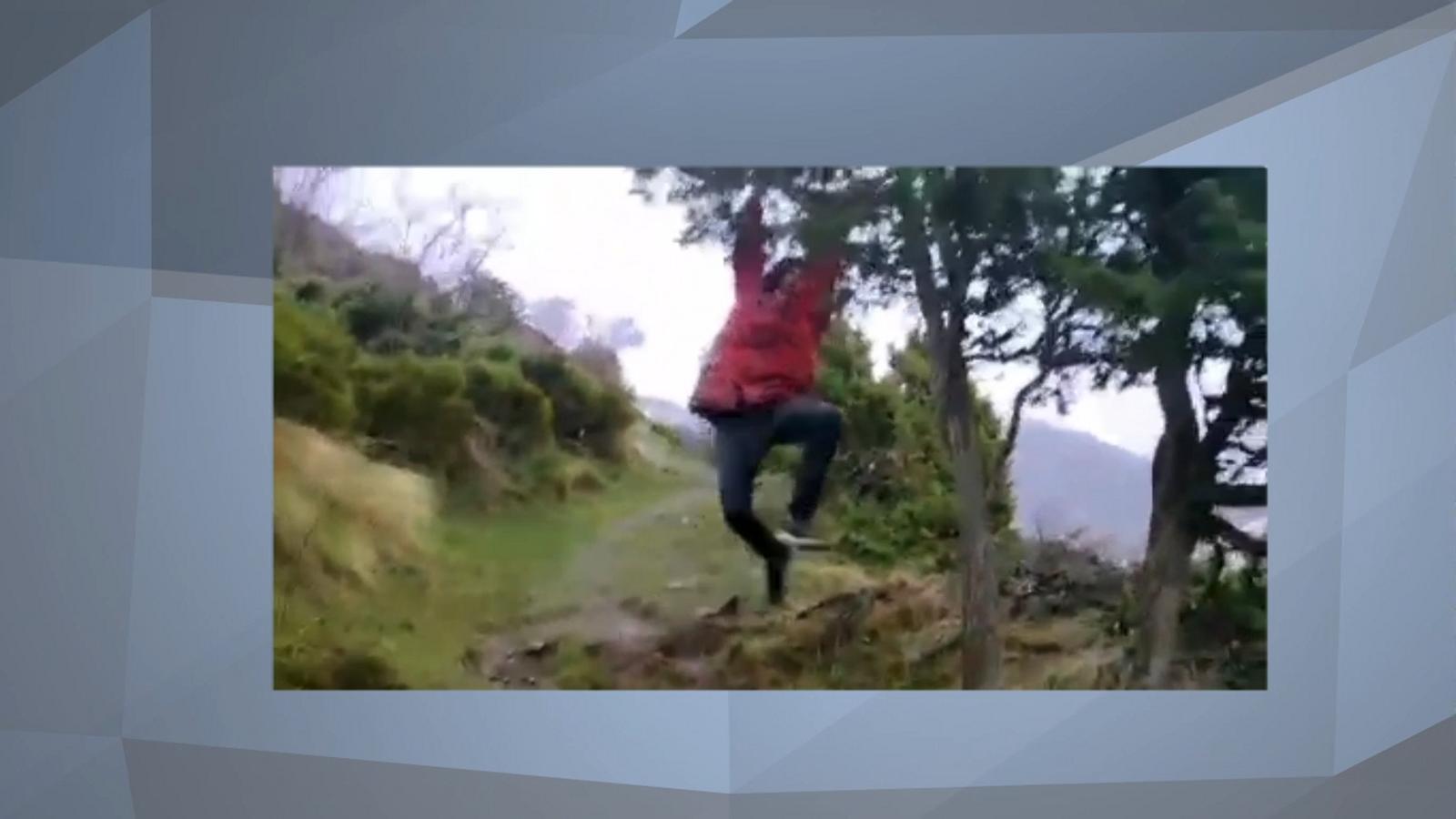 Video joves de festa a la muntanya